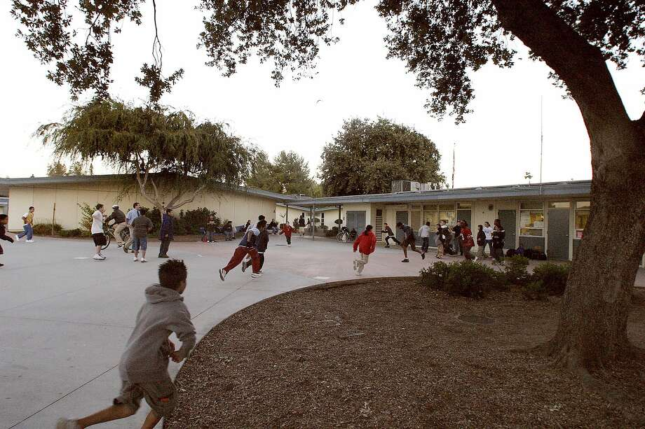 When students will return to the courtyard of Cabrillo Middle School in Santa Clara is not yet know. The school district won't require in-person instruction for now. Photo: Len Vaughn-Lahman / Knight Ridder 2003
