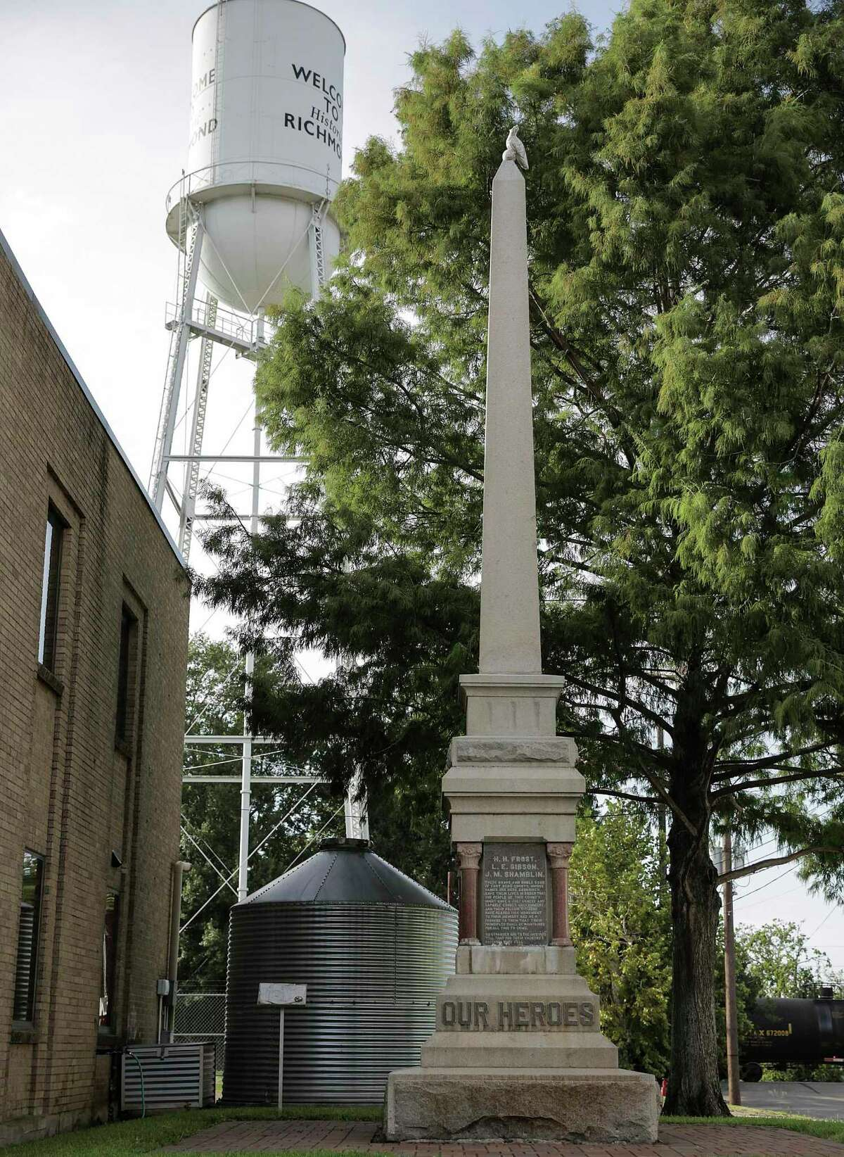 A monument erected commemorating those in the Jaybird Party who died in the Jaybird-Woodpecker War. Photos in downtown Richmond on Aug. 16, 2017.