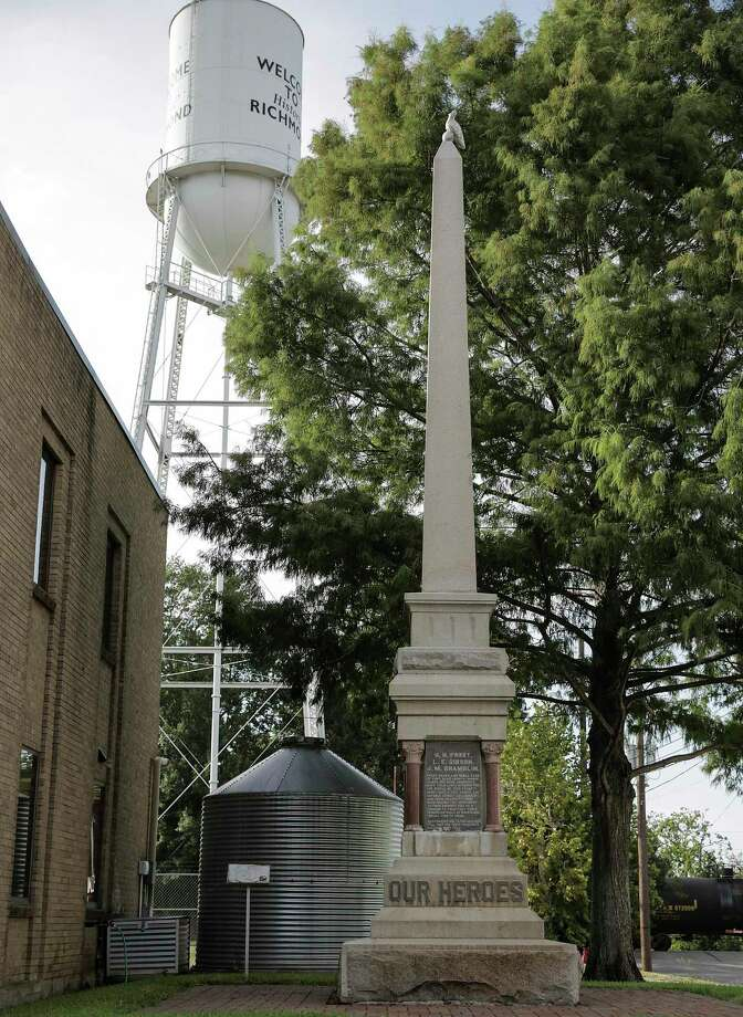 A monument erected commemorating those in the Jaybird Party who died in the Jaybird-Woodpecker War. Photos in downtown Richmond on Aug. 16, 2017. Photo: Elizabeth Conley, Staff / Houston Chronicle / © 2017 Houston Chronicle