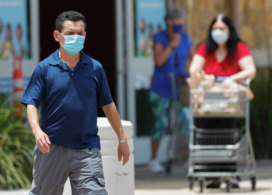Montgomery County health officials continue to urge residents to wear masks if they are in public. Photo: Jason Fochtman, Houston Chronicle / Staff Photographer / 2020 © Houston Chronicle
