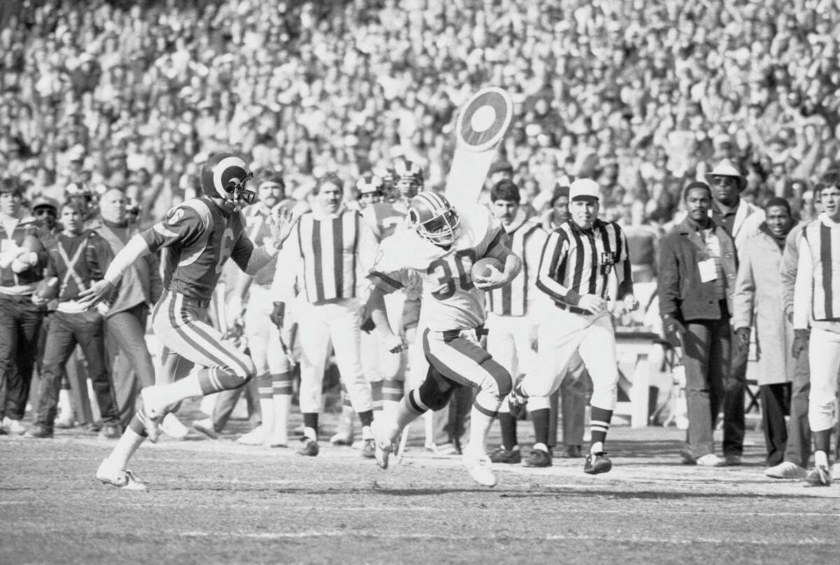 Washington's Nick Giaquinto returns a punt during a 1983 game against the L.A. Rams in Washington.