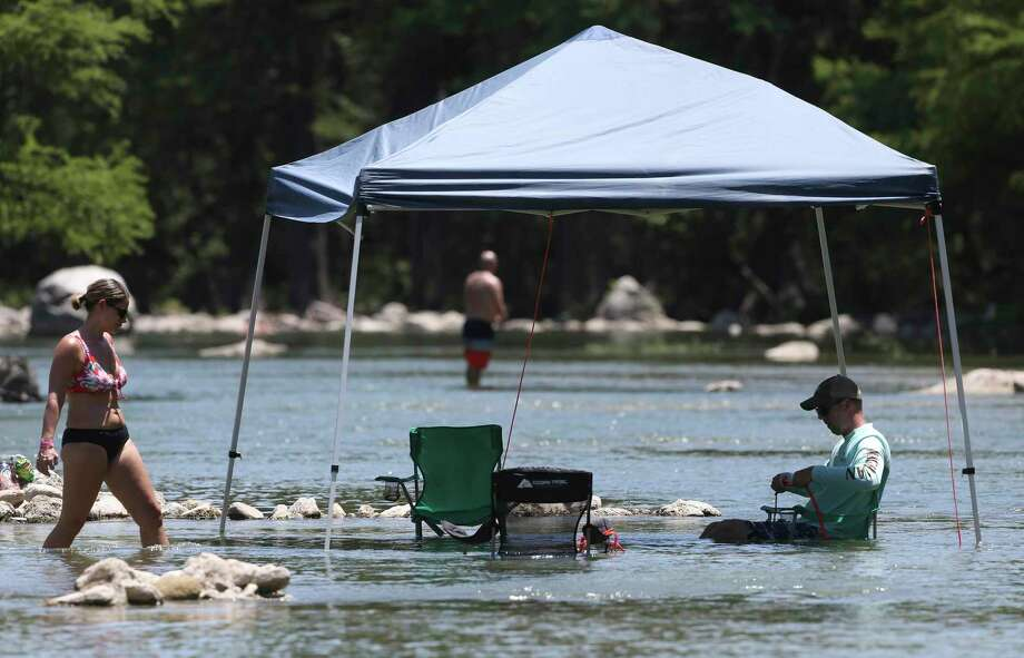 River parks in New Braunfels that have been closed since June due to the coronavirus pandemic have reopened. Photo: Tom Reel /Staff Photographer / **MANDATORY CREDIT FOR PHOTOG AND  SAN ANTONIO EXPRESS-NEWS/NO SALES/MAGS OUT/TV