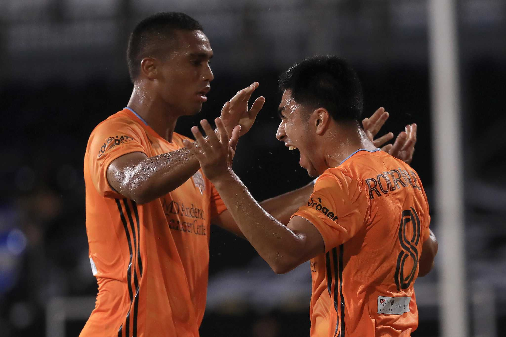 Dynamo draw confidence from opening match