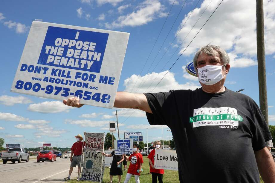 Bill Pelke of Anchorage, Alaska expresses his opposition to the death penalty during a protest near the Federal Correctional Complex where Daniel Lewis Lee was executed on July 13, 2020 in Terre Haute, Indiana.Lee was convicted and sentenced to die for the 1996 killings in Arkansas of gun dealer William Mueller, his wife Nancy, and her 8-year-old daughter Sarah. He is scheduled to be the first federal prisoner put to death since 2003. Photo: Scott Olson/Getty Images / 2020 Getty Images