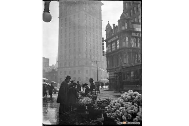 The recent archival additions also include snapshots of daily San Francisco life into the 1960s. Here, a streetscape of a rainy day at Kearney and Market in 1905. In the foreground, San Franciscans visit a flower stand near the Call Building. Photo: OpenSFHistory / Wnp14.12937.jpg