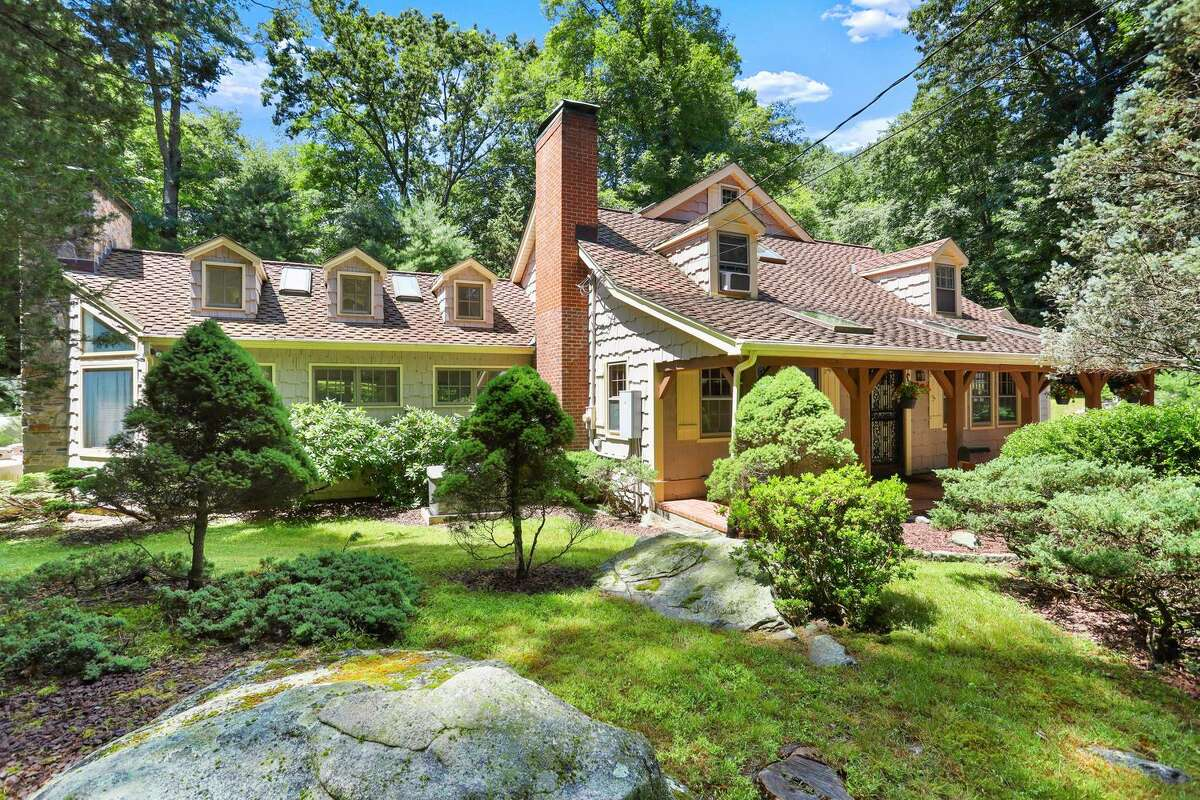 414 Riversville Road was recently listed by Anderson Associates for $1.275 million. It has particular appeal to New York City dwellers hoping to move to Greenwich, with four bedrooms, two great room, a first-floor bedroom, home office spaces, and 1.9 acres of land.
