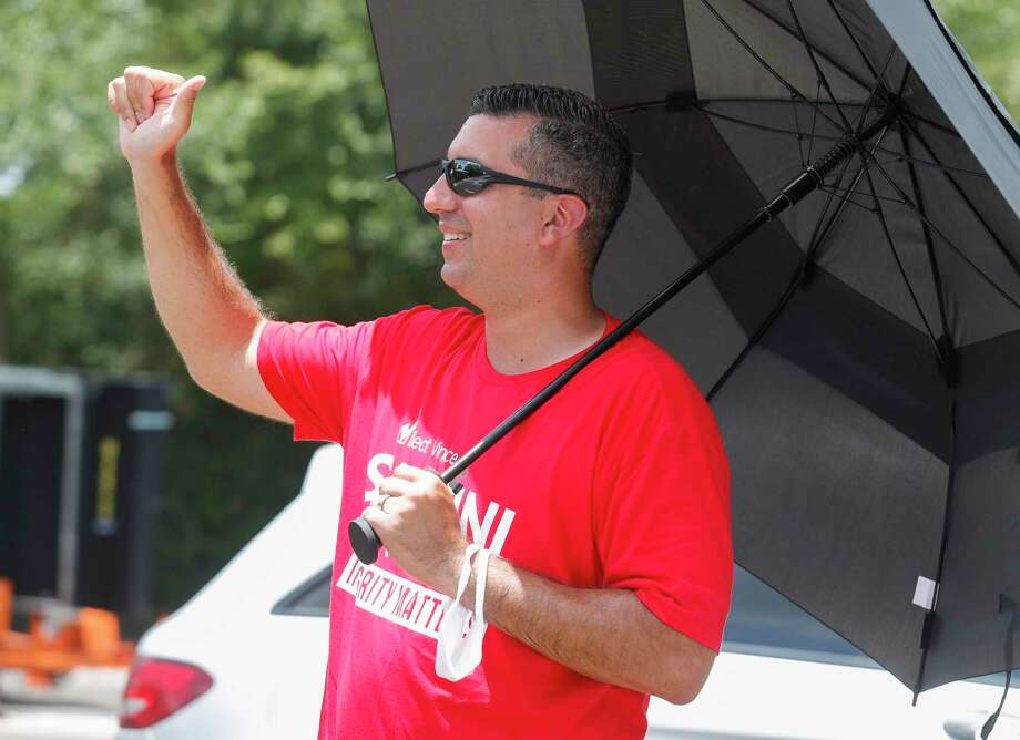 Vince Santini, a candidate for the 457th state District Court, gives a thumbs-up to a voter on the final day of early voting, Thursday, July 9, 2020, in Conroe. Photo: Jason Fochtman, Houston Chronicle / Staff Photographer / 2020 © Houston Chronicle