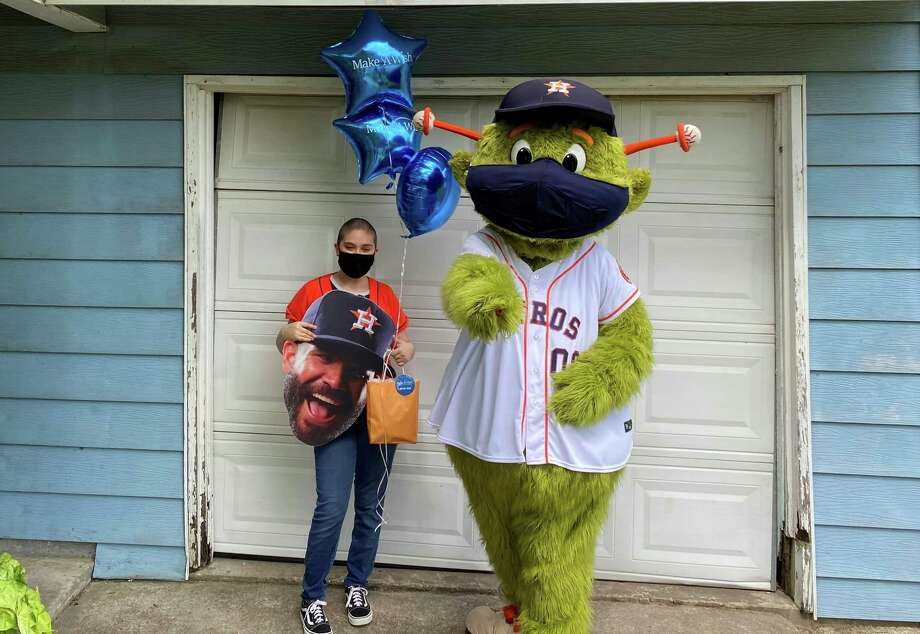 PHOTOS: A look at Orbit's surprise visit to Lourdes Rodriguez's home