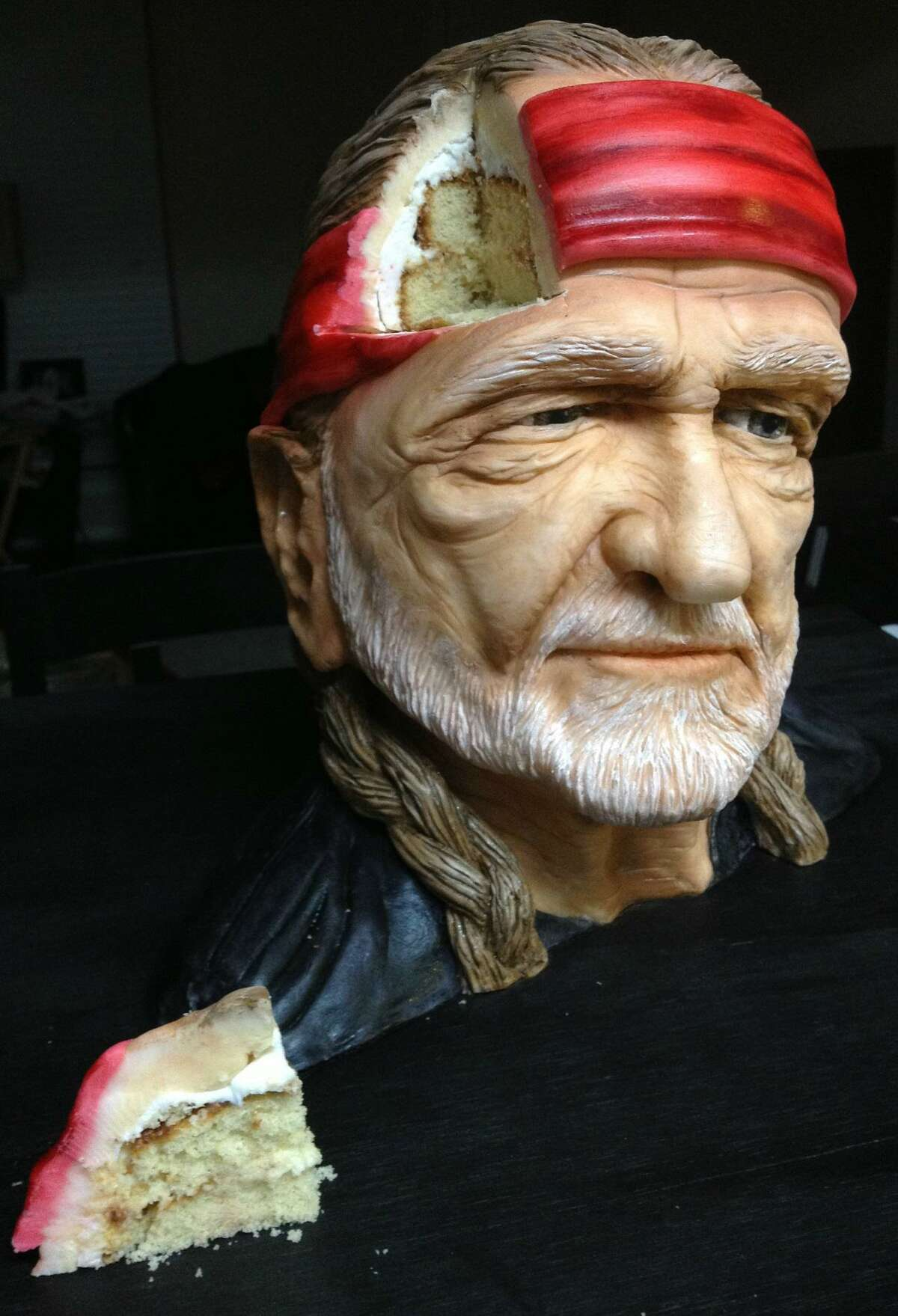 Is this Willie Nelson? Nope, it's a cake. Natalie Sideserf of Sideserf Cake Studio has been making realistic cakes since 2012.
