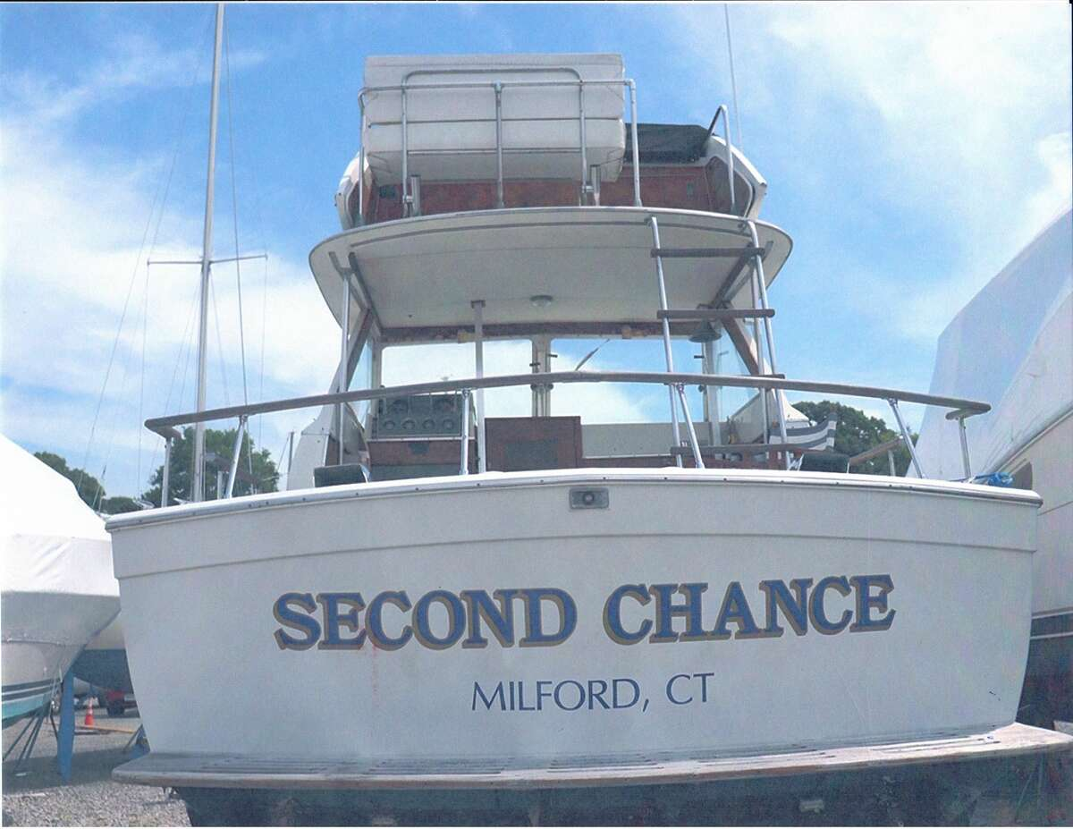 Registration Number/Hull Identification Number: CT 5276 N/FXA312078H Make/Model: Chris Craft/Commander Length: 31' Location: Milford/Long Island Sound Dates of suspension: Oct. 31, 2019 - Dec. 31, 2019