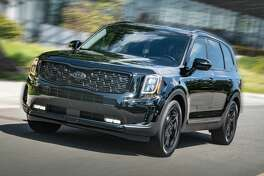 In addition to a number of gloss black elements which give the Telluride a more aggressive yet sophisticated character, the Nightfall Edition is offered in eight eye-catching exterior colors.