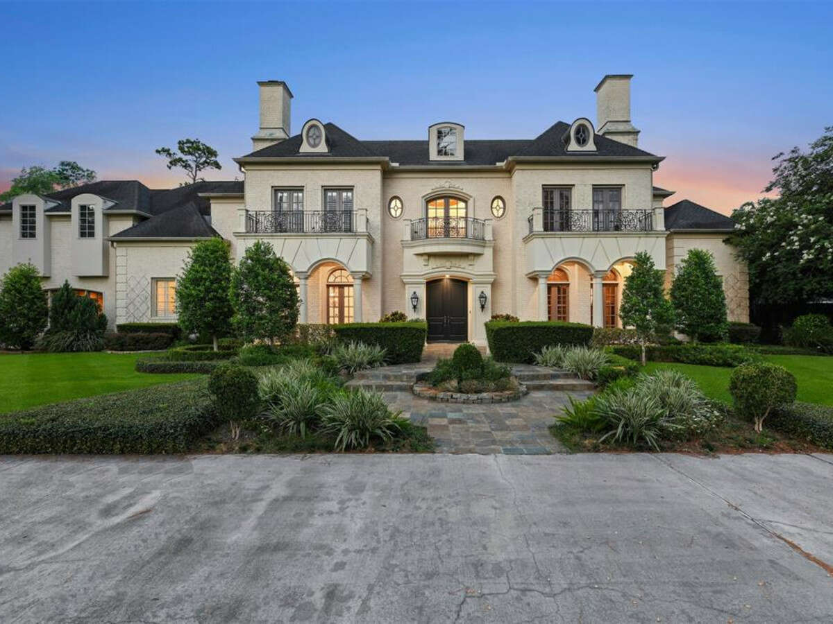 The former Rockets' beautiful estate is located at 632 Pifer Rd. in Memorial Village.