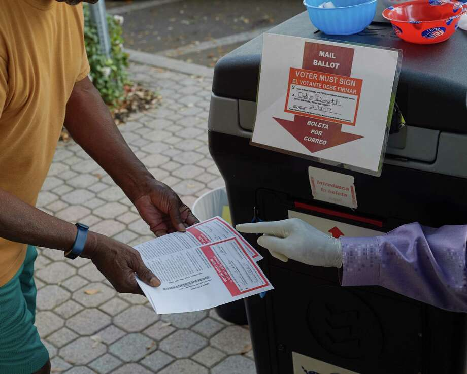 A precinct deputy helps voters dropping off ballots during Florida's March 17 primary in St. Petersburg. Photo: Photo By Zack Wittman For The Washington Post. / For The Washington Post