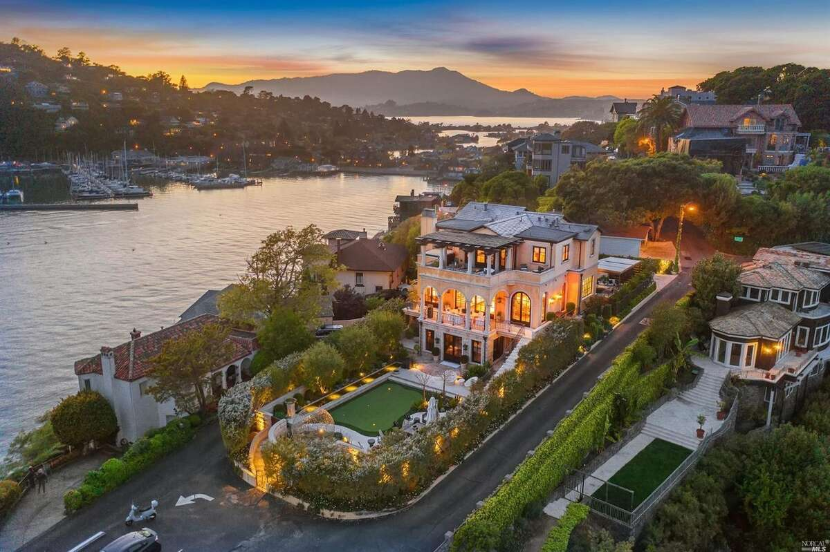 The home's ultra-high price point will not be an issue for the right buyer, even with the current stormy economic climate, according to listing agent Bill Smith, who believes there is still plenty of wealth in the Bay Area. He thinks the home will be particularly attractive to high-end San Franciscans looking for more space, jaw-dropping views and fine, custom finishes.