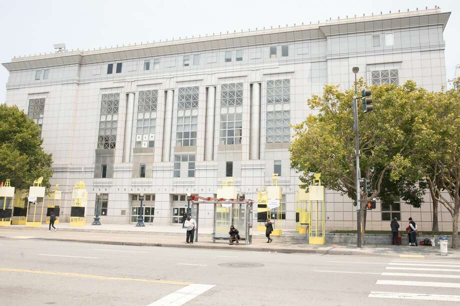 The exterior of the San Francisco Main Library on July 16, 2020. It has been closed since mid-March. Photo: Douglas Zimmerman/SFGATE / SFGATE