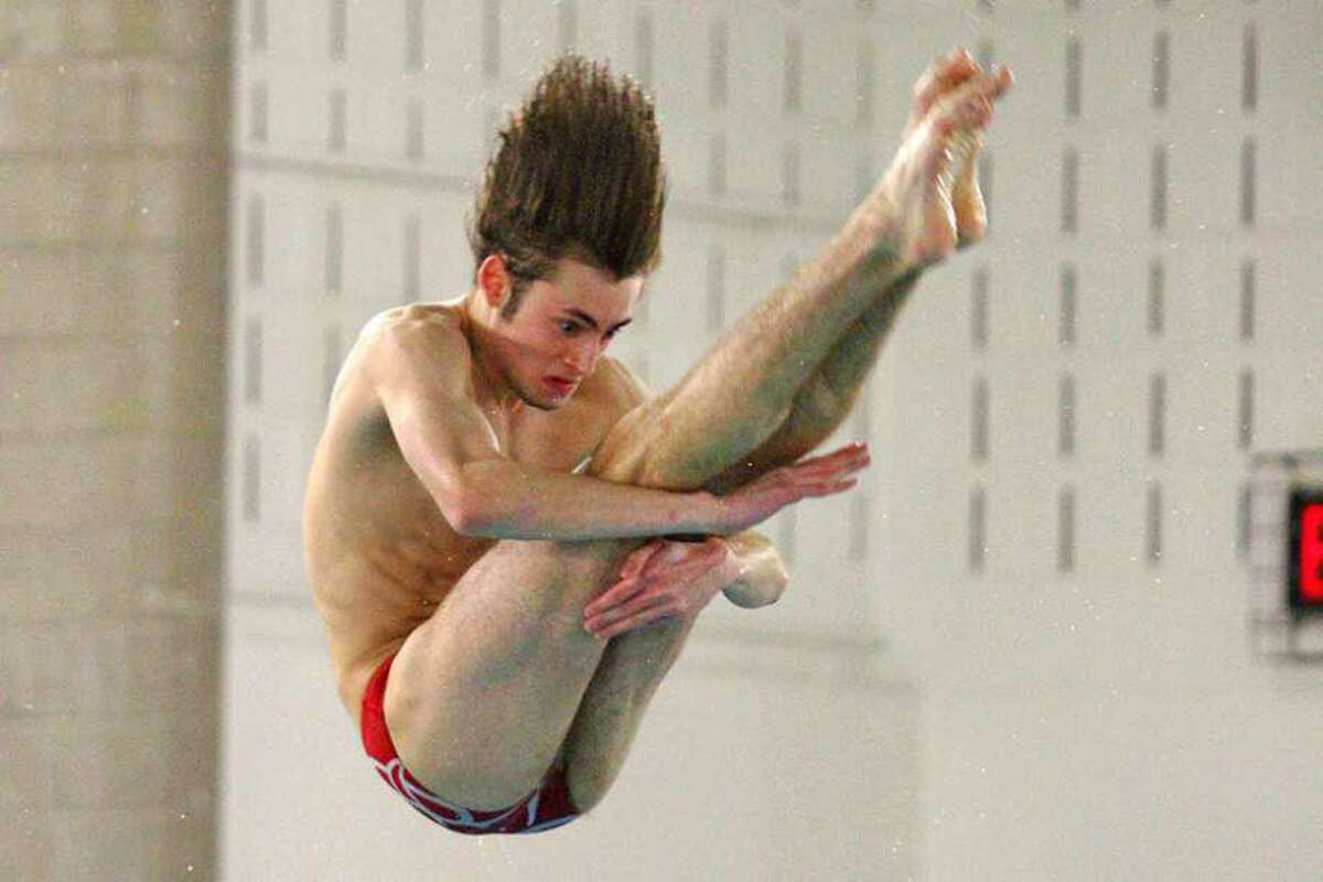 James Ragusa, a 2020 New Canaan graduate, earned boys high school All-America diving honors.