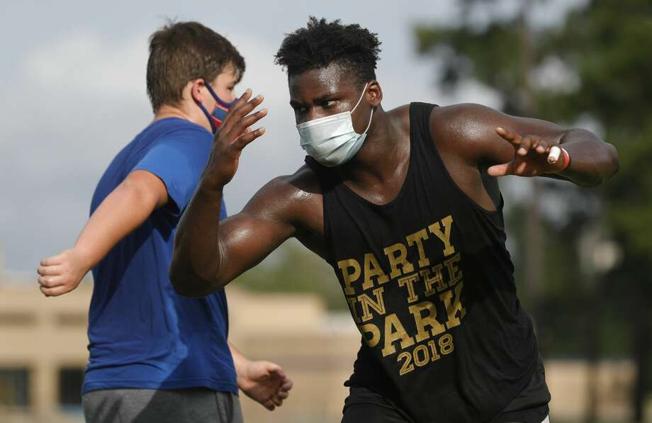 Oak Ridge linebacker JC Ossai, right, wears a face mask as he goes through a drill at Oak Ridge High SchoolÕs strength and conditioning workout, Friday, July 17, 2020. Photo: Jason Fochtman/Staff Photographer / 2020 ? Houston Chronicle