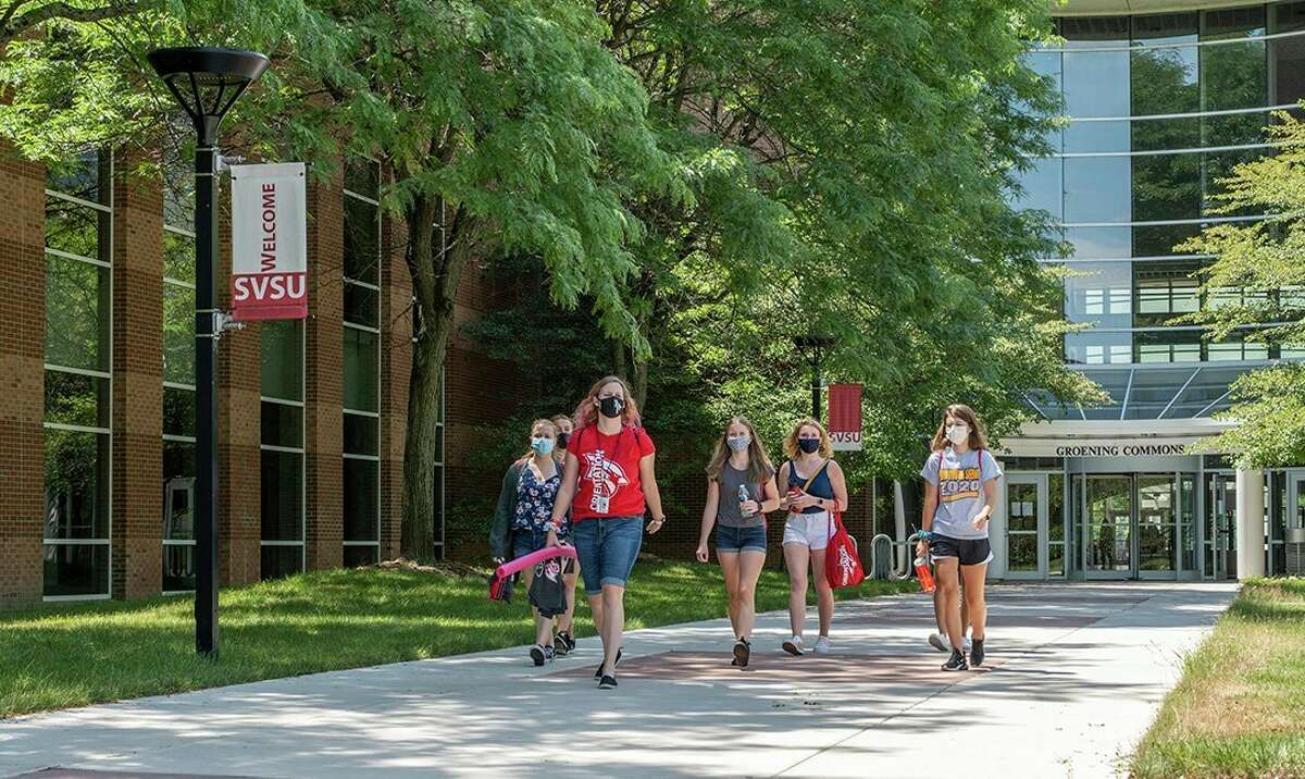 Student leaders with SVSU's orientation office as well as incoming freshmen congregate on campus during an orientation event last July. (Photo provided/Michael Randolph, SVSU)