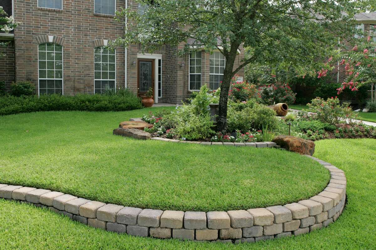 Texas lawns present unique challenges with the state's blistering summer heat index, so be sure to consider heat-tolerant plants.