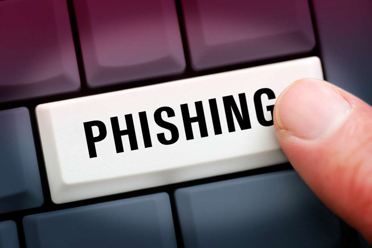 (GERMANY OUT) Computertaste mit der Aufschrift Phishing (Photo by Christian Ohde/McPhoto/ullstein bild via Getty Images)