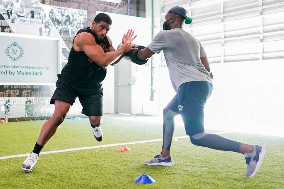 """Sack360, the pass-rush program owned by ex-NFL player Cliff Avril (right), offers pros and elite prospects a thorough immersion on the art of getting to the quarterback, from hands-on field work to film study. The former Seahawks star hopes it grows into one of the top academies of its kind in the country. """"I do want it to be one of those things where guys are thinking, when the offseason rolls around, 'Yeah, we're going to Sack360 this year,"""" Avril told SeattlePI. Photo: Reaction Photography"""
