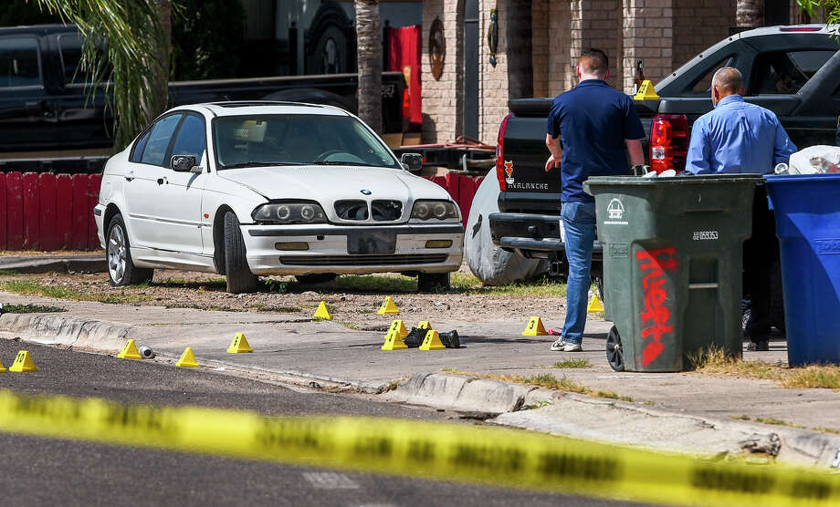 Laredo Police investigate the scene of a shooting that occurred early Sunday, Jul 19, 2020, at the 3100 block of San Ignacio Avenue. Photo: Danny Zaragoza/Laredo Morning Times