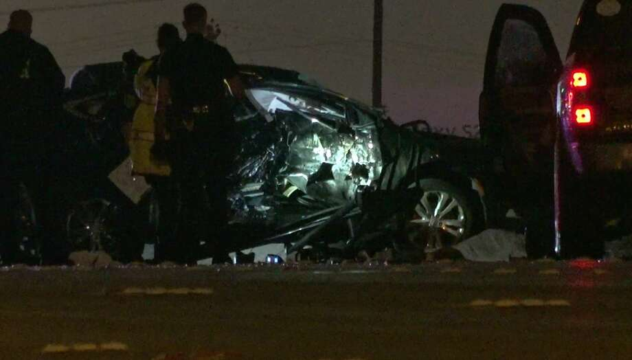 Houston police officers investigate a deadly wreck on U.S. 59 near Newcastle Drive on Tuesday, July 21, 2020. Photo: OnScene.TV