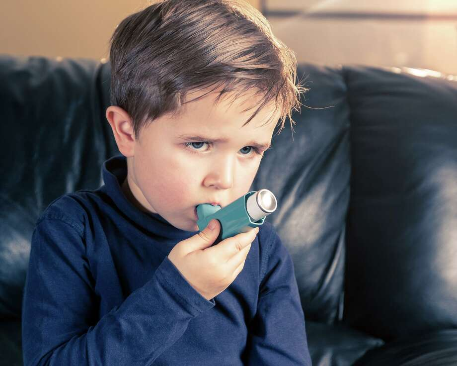 For those of us with respiratory conditions this can seem like a scary time. Asthma is one of those respiratory conditions that can worsen during the summer, leading to exacerbations if you are not careful. Photo: GettyImages, Contributor / GettyImages / iStockphoto
