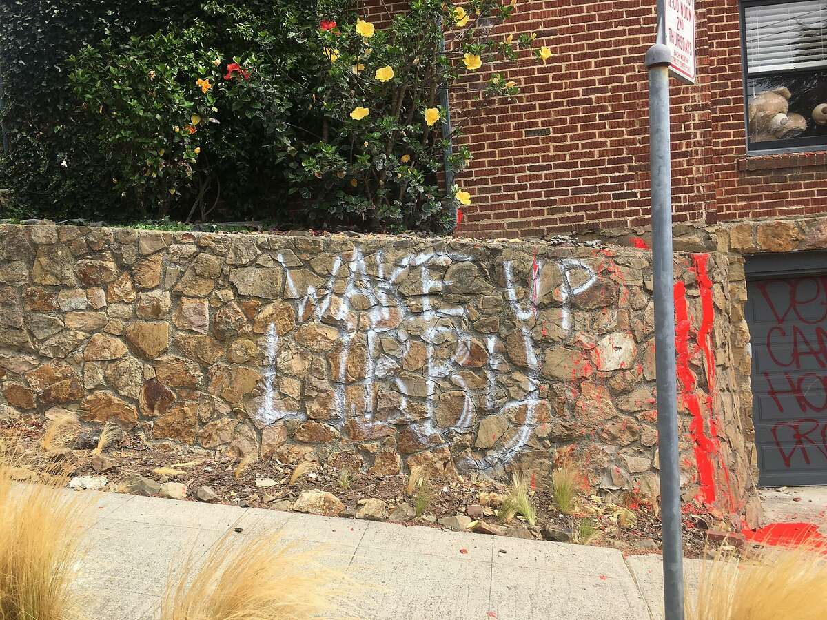 A group of peoplevandalized Oakland Mayor Libby Schaaf's homeearly Tuesday morning, spraypainting graffitiand settingoff fireworks in the street, according to neighbors.