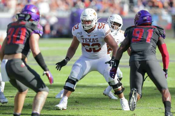 FORT WORTH, TX - OCTOBER 26: Texas Longhorns offensive tackle Samuel Cosmi (#52) blocks during the Big 12 conference college football game between the Texas Longhorns and TCU Horned Frogs at Amon G. Carter Stadium in Fort Worth, TX. (Photo by Matthew Visinsky/Icon Sportswire via Getty Images)