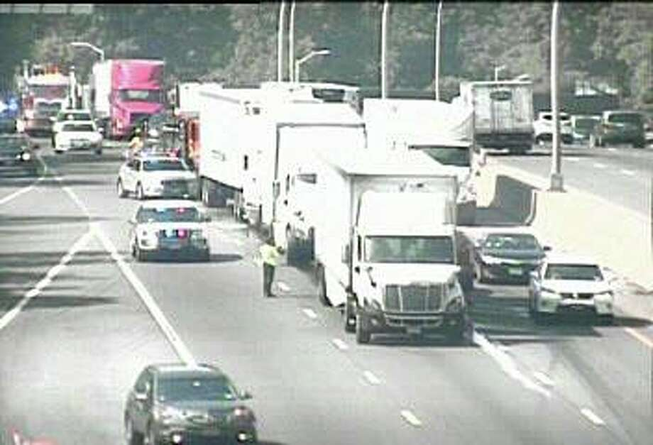 An accident involving two tractor-trailer trucks has closed two northbound lanes of northbound I-95 in Darien Wednesday morning on July 22, 2020. Photo: CT DOT Traffic Cam Image