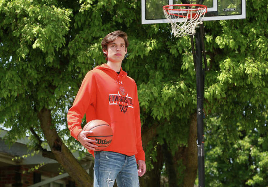 Edwardsville's Brennan Weller, shown on his home court outside his house in Edwardsville, is the 2020 Telegraph Large-Schools Boys Basketball Player of the Year. Photo: Billy Hurst, Front Row Photo | For The Telegraph