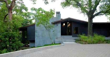 Architects Christopher Robertson and Vivi Nguyen Robertson designed this home on Tiel Way in River Oaks. The modern home has many elements that are an homage to McKie and Kamrath architects, who designed the previous home that was on this site.