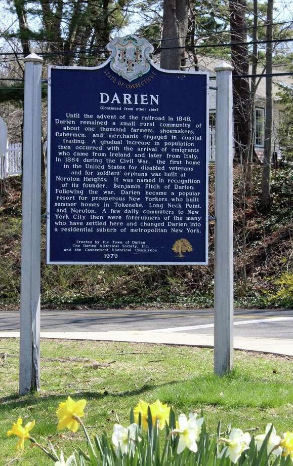 The sign outside Darien Town Hall. Photo: Thane Grauel / Hearst Connecticut Media / Darien News