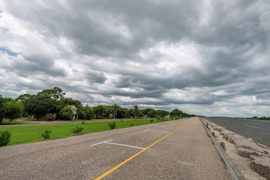 A thick, dark cloud bank covers Port Arthur just off the seawall on Thursday afternoon. Photo made on July 23, 2020. Fran Ruchalski/The Enterprise Photo: Fran Ruchalski, The Enterprise / The Enterprise / © 2020 The Beaumont Enterprise