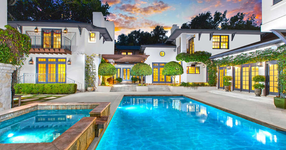 7 BED | 6.4 BATH | 9,645± SF | .88± ACRESLISTED FOR $4,750,000 Exclusively Marketed by Barbara Finch210.602.0041 | barbara.finch@sothebysrealty.com Photo: Kuper Sotheby's International Realty