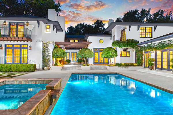 7 BED | 6.4 BATH | 9,645± SF | .88± ACRESLISTED FOR $4,750,000 Exclusively Marketed by Barbara Finch210.602.0041 | barbara.finch@sothebysrealty.com