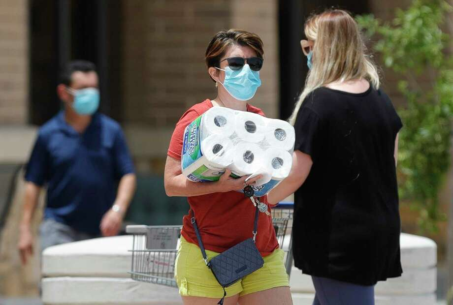 Montgomery County health officials continue to urge residents to wear masks when out in public. Photo: Jason Fochtman, Houston Chronicle / Staff Photographer / 2020 © Houston Chronicle