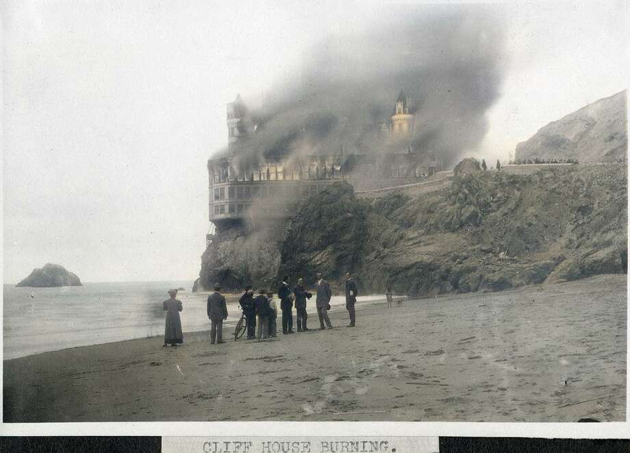 The fire at the Cliff House on Sept. 7, 1907. Photo: OpenSFHistory