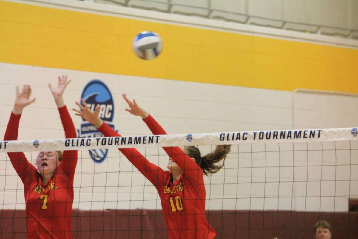 Ferris State volleyball players Katie O'Connell (7) and Kira Merkle (10) go after the ball for Ferris during action last season. (Pioneer file photo)
