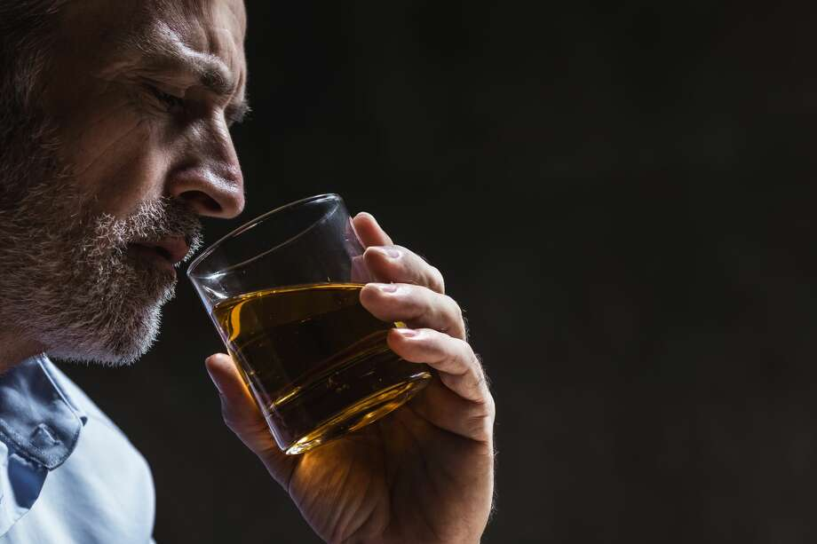 A woman should reconsider her marriage to an alcoholic husband. Photo: D-Keine/Getty Images