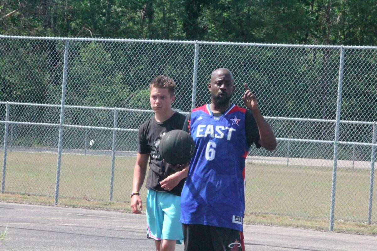Balwin's Elliott Lindsey (right) is organizing a 3-on-3 tournament for boys and girls on this Saturday, Aug. 1, and invites interested teams to contact him for a spot. (Pioneer photo/John Raffel)