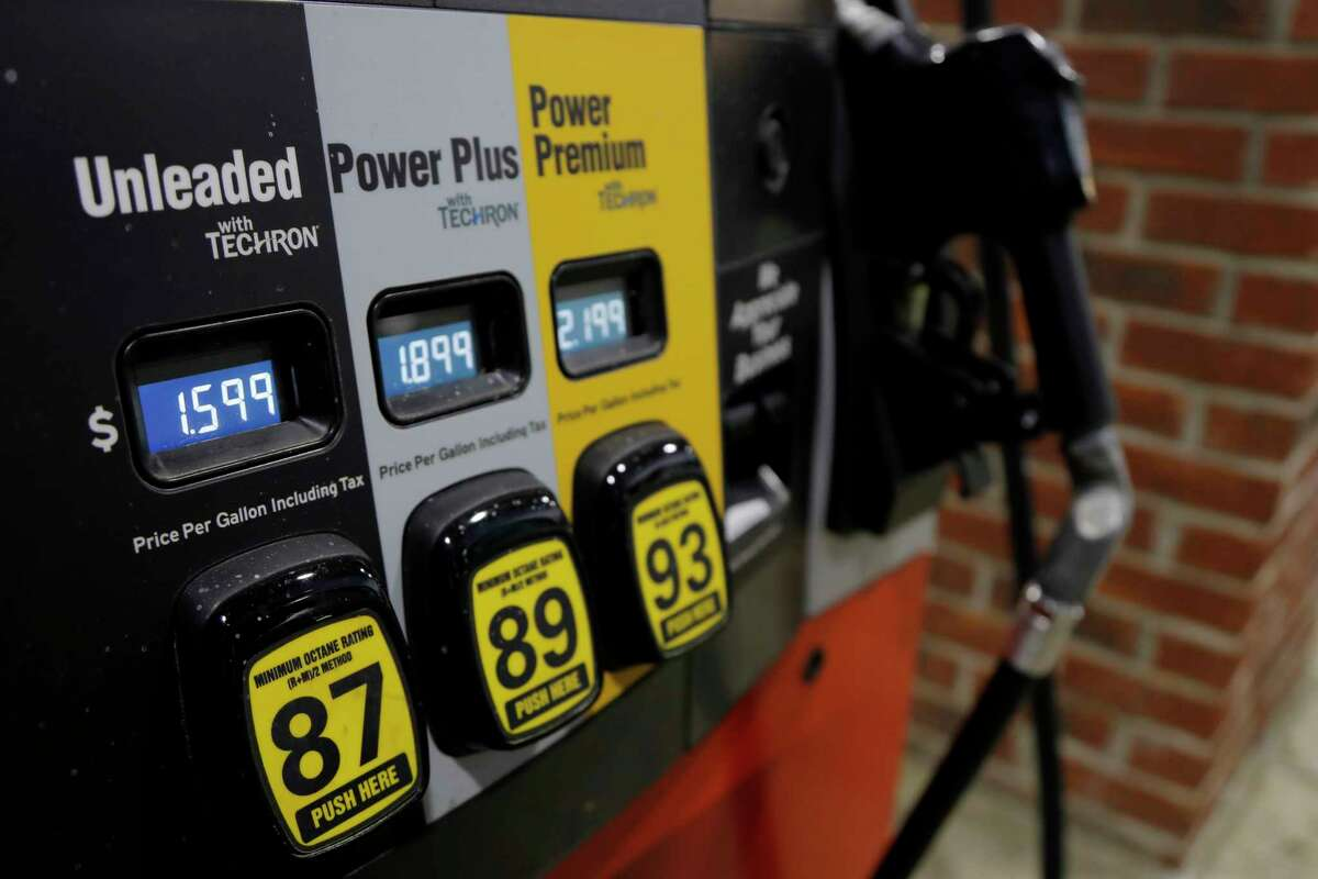 Gasoline prices fell again over the week, but could rebound if a rally in oil markets holds.