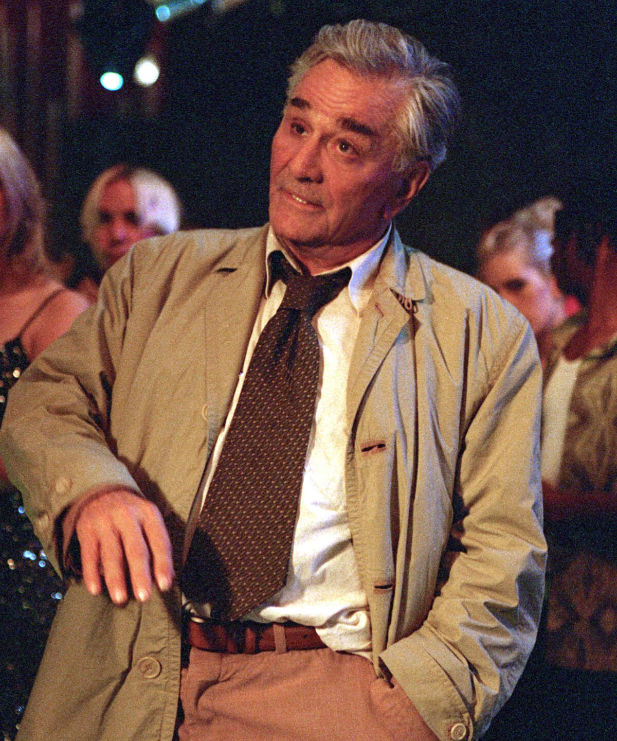 """66253_34_33 -- COLUMBO LIKES THE NIGHTLIFE -- Five-time Emmy winner Peter Falk returns as everyone s favorite rumpled detective, Lt. Columbo, in a two-hour film, """"Columbo Likes The Nightlife,"""" airing THURSDAY, JANUARY 30 (8:00-10:00 p.m., ET) on the ABC Television Network. In this all-new mystery, Columbo finds himself in the unlikeliest of places the Los Angeles rave scene as he investigates the supposed """"suicide"""" of a tabloid reporter and the """"disappearance"""" of a notorious mobster's son."""