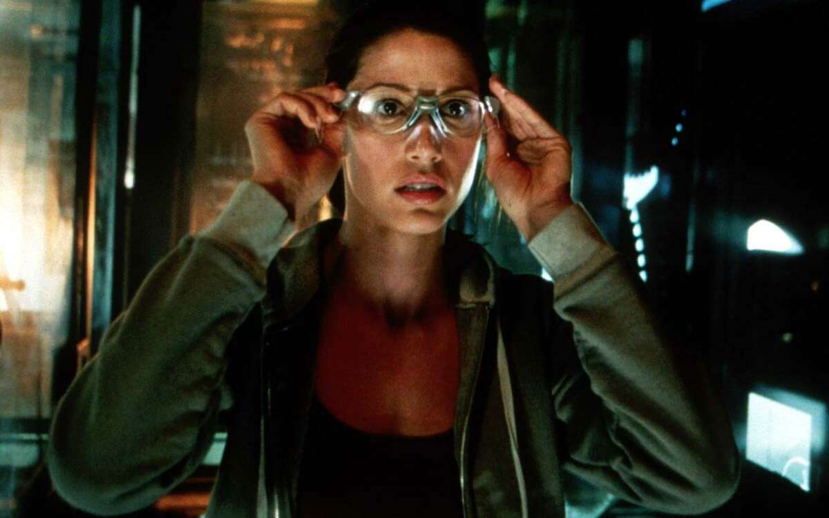 """Shannon Elizabeth stars in """"Thirteen Ghosts,"""" a high-tech remake of the William Castle horror film."""