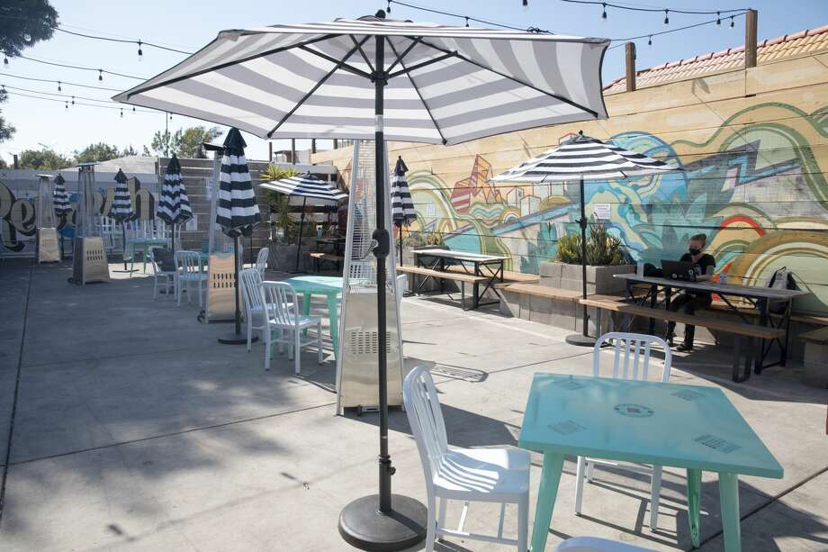 The outdoor beer garden at Temescal Brewing has placed tables that are socially distanced in Oakland, Calif. on July 27, 2020. Photo: Douglas Zimmerman/SFGATE / SFGATE