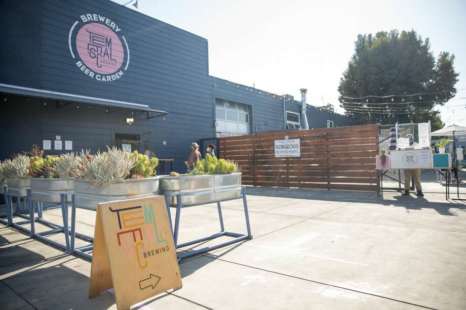 The exterior of the Temescal Brewing beer garden in Oakland, Calif. on July 27, 2020. Photo: Douglas Zimmerman/SFGATE / SFGATE