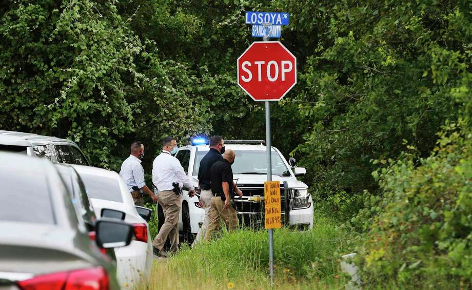 Bexar County Sheriff's Department investigate the appearance of a body near the intersection of Spanish Grant and LaSoya in far south Bexar County on Tuesday, July 28, 2020. Photo: Kin Man Hui, San Antonio Express-News / Staff Photographer / **MANDATORY CREDIT FOR PHOTOGRAPHER AND SAN ANTONIO EXPRESS-NEWS/NO SALES/MAGS OUT/ TV OUT