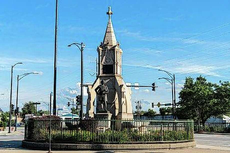 A Christopher Columbus statue stands Monday on Chicago's South Side. Alderwoman Susan Sadlowski Garza said the statue, which was left standing after two other Columbus statues were removed last week, may yet be taken down. Photo: Tyler LaRiviere | Chicago Sun-Times Via AP