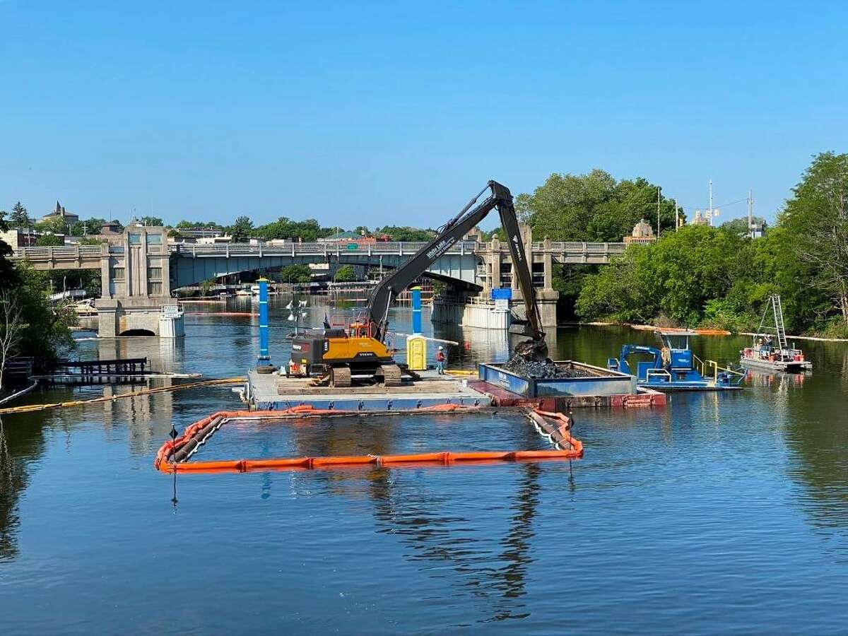 White Lake Dock and Dredging from Muskegon perform dredging work in the Manistee River between the U.S. 31 bridge and the swing bridge.